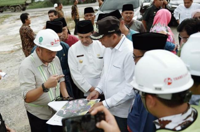 Gubri dan Walikota Pekanbaru Tinjau Tol Pekanbaru-Dumai