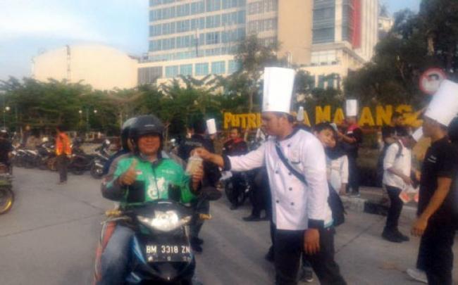 ICA Riau Bagi-bagi 1600 Tajil Ramadhan