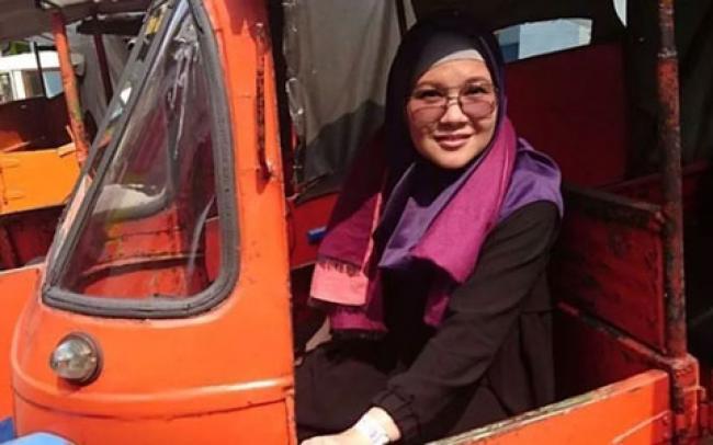 Gaya Hijab Penyanyi Tere, Mualaf yang Kini Gencar Berdakwah