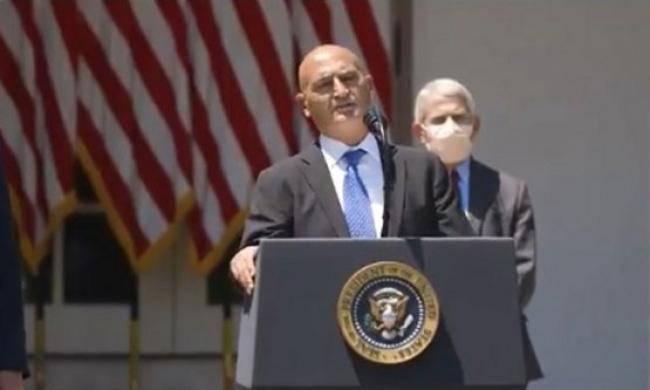 Ilmuwan Muslim Ditunjuk Jadi Kepala Program Vaksin Covid-19 Amerika