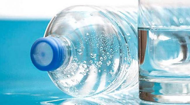 Virus Corona Dapat Menempel pada Plastik, Ini Bahaya Pakai Galon Air Sekali Pakai