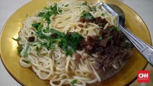 Nasib Anak Kos Tak Bisa Mudik: Sahur Makan Mi Pakai Nasi