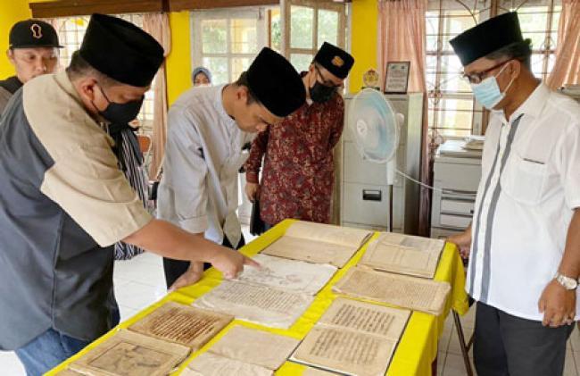 Didampingi Zuriat Raja, UAS Bersama Sang Istri Ziarah ke Pulau Penyengat