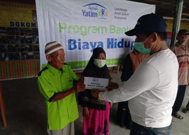 Rumah Yatim Bagikan Bantuan Kemanusiaan untuk Warga Prasejahtera di Kelurahan Sungai Sibam Pekanbaru