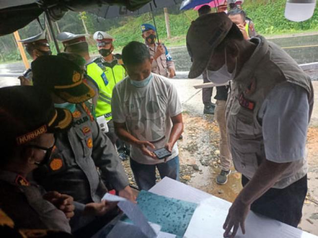 Bersama Forkompinda, Bupati Suyatno Tinjau Pos Pengamanan Perbatasan