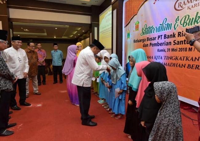 Santuni 512 Anak Yatim, Manajemen Bank Riau Kepri Gelar Buka Bersama Keluarga Besar di Wilayah Kepri