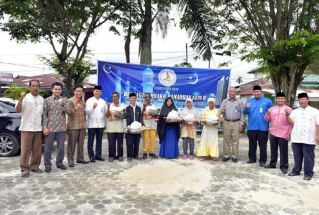 FKIJK Riau Berbagi 200 Paket Sembako di Kelurahan Tangkerang Tengah