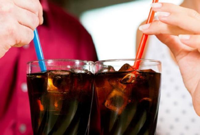 Lepas Dahaga dengan Minum Soda di Perjalanan Mudik, Ini 8 Bahaya yang Mengintai