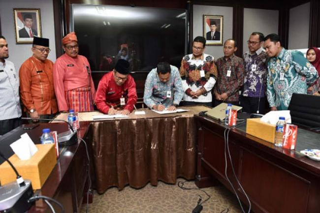 Bank Riau Kepri MoU Setoran Wakaf Bersama BWI Perwakilan Riau