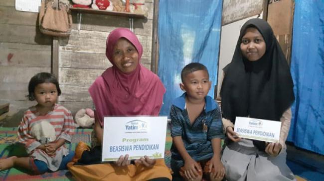 Hampir Putus Sekolah, Yosy Bersyukur Terima Bantuan Pendidikan Dari Rumah Yatim