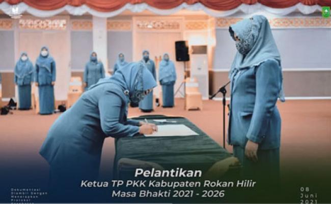 Ketua TP PKK Riau Lantik Sanimar Sebagai Ketua TP PKK Kabupaten Rohil
