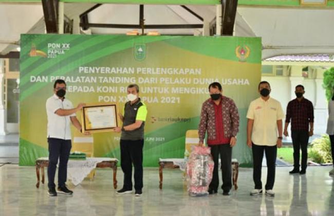 Terima Bantuan Untuk PON XX Papua 2021, Gubri: Semangat Ditingkatkan Dengan Latihan Maksimal
