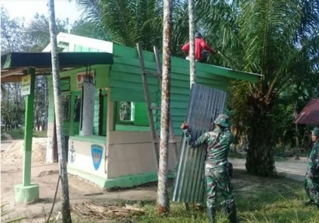 Satgas TMMD Kodim Dumai Rehab Pos Kamling
