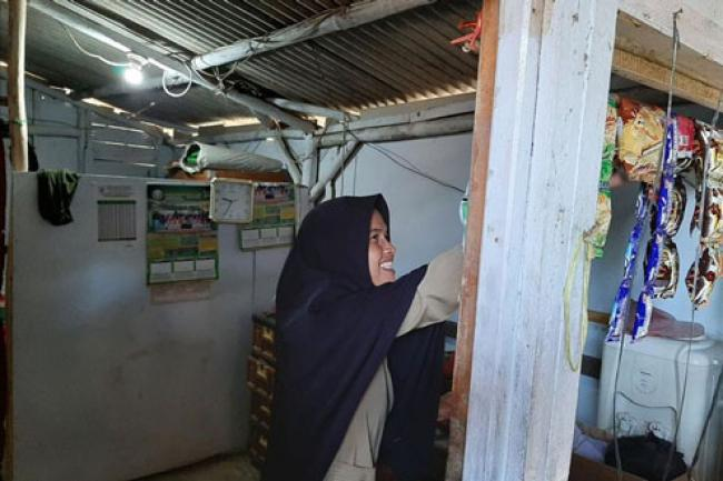 Kisah Miris Guru di Banten Tinggal di WC Sekolah Bersama Suami dan 2 Anaknya