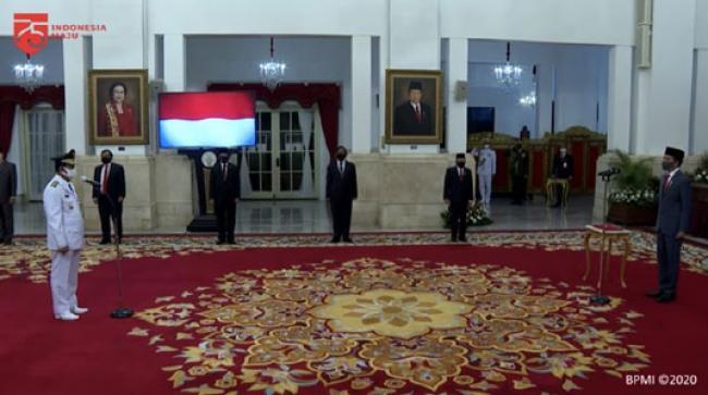 Resmi! Jokowi Lantik Isdianto Sebagai Gubernur Kepri