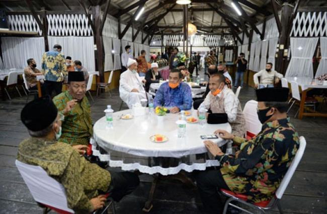 Wagubri Hadiri Silaturrahmi Majelis Pemuka Masyarakat Riau dan FKPMR