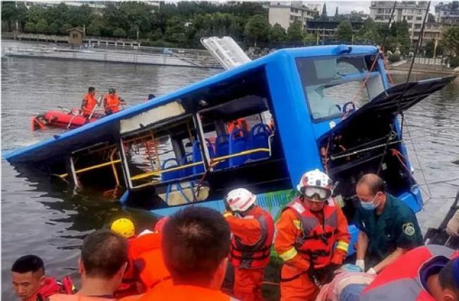 Terungkap, Alasan Sopir Bus Sengaja Ceburkan Bus ke Danau Tewaskan 21 Orang di China
