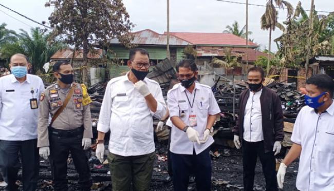 Sambangi Lokasi Pasca Kebakaran di Bagansiapiapi, Bupati H Suyatno: Kita Kesini Untuk Berikan Bantuan