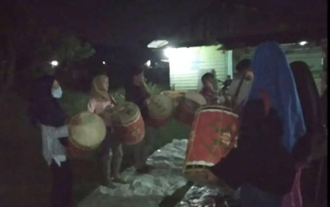 Mengintip Kehidupan Tambua Minang di Bumi Melayu