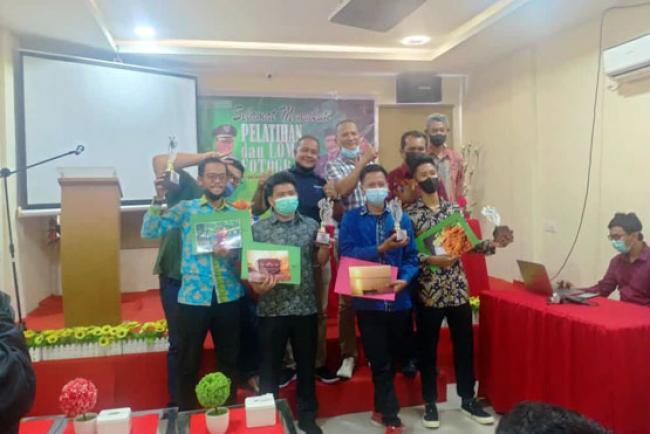 Diikuti 30 Peserta, Solihin Raih Juara Umum Lomba Fotografi Disparpora Meranti
