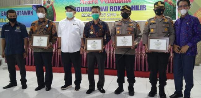 Bupati, Wabup, Kapolres dan Kapolsek Terima PWI Rohil Award