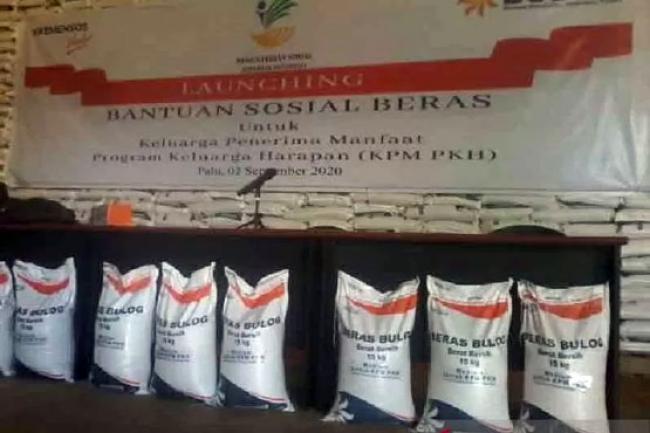 Bulog Riau Salurkan 3.156.230 Kg Beras untuk 315.623 KPM di 12 Kabupaten Kota