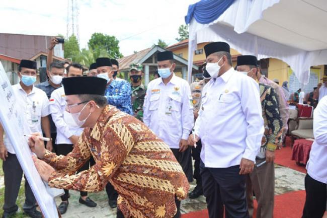 Didampingi Bupati Siak, Kakanwil Kemenag Riau Lauching Kampung Zakat di Bungaraya