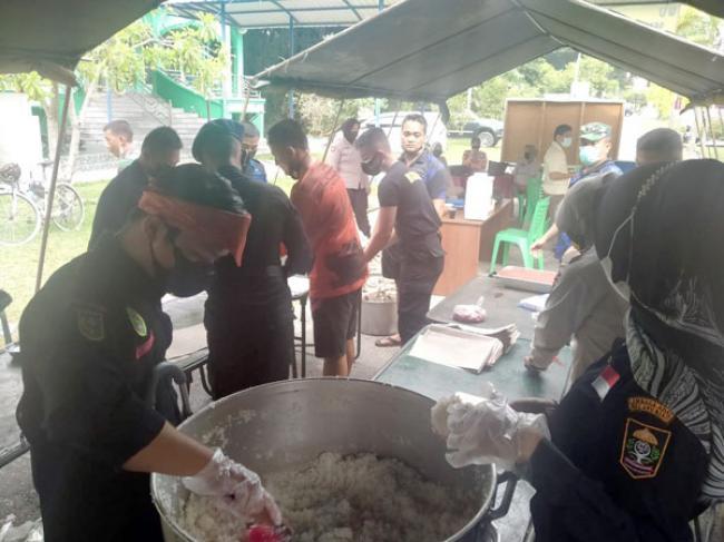 Penggawa LAM Riau Ambil Bagian di Dapur Lapangan Korem 031/WB