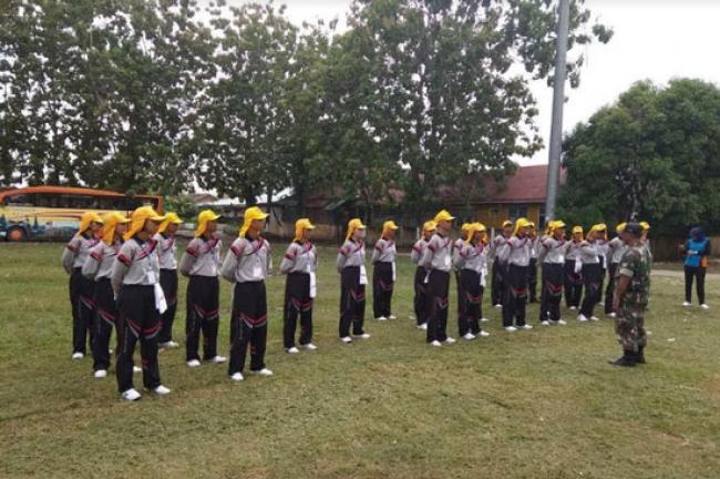 Babinsa Koramil 09/Langgam Latih Calon Paskibraka Kabupaten Pelalawan