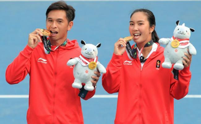 Ini Makna di Balik Pose Menggigit Medali Para Atlet