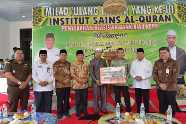 Bank Riau Kepri Serahkan Beasiswa Untuk Mahasiswa ISQ Syekh Ibrahim Rohul