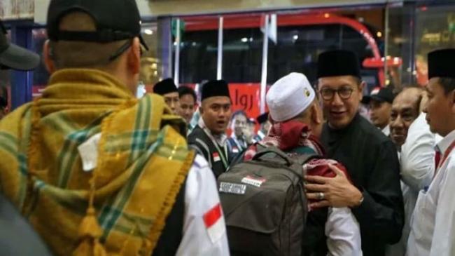 Menag Lepas Kepulangan Jemaah Haji Kloter 1 JKS ke Tanah Air