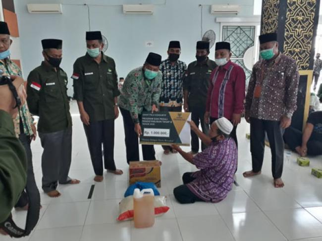 Salurkan Zakat Tahap V di Lubuk Dalam, Bupati Imbau Di Masa Pandemi Masyarakat Jalankan Protokol Kesehatan
