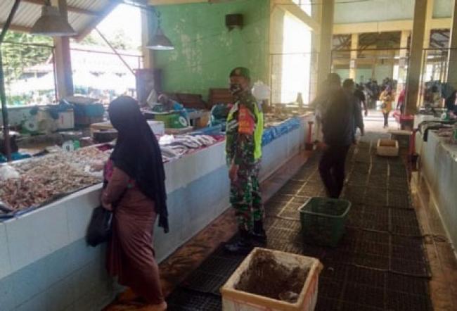 TNI-Polri dan Satpol PP Siak Sosialisasi Protokol Kesehatan di Pasar Pemerintah