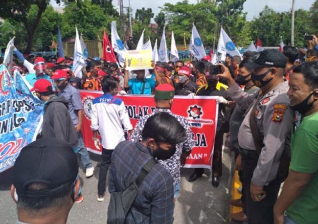 Gelar Aksi Demo, BRB Desak RUU Ciptaker Dicabut