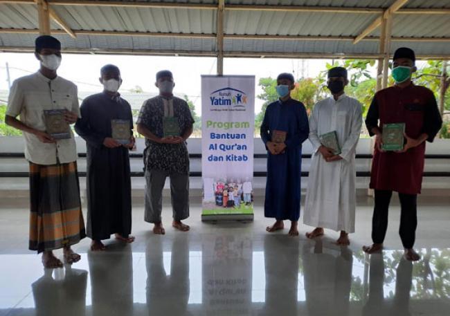Ratusan Paket Al-Qur'an dan Kitab Disalurkan Rumah Yatim ke Berbagai Ponpes di Pekanbaru dan Kampar Riau