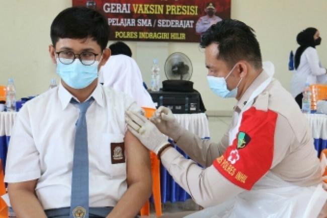 Ratusan Pelajar dan Guru di Tembilahan Inhil Disuntik Vaksin Sinovac
