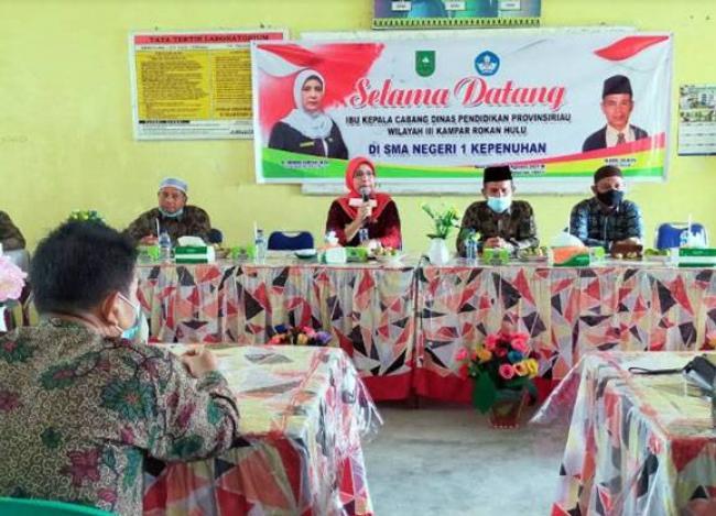Kacab Disdik Riau Wilayah III Kunjungi SMAN 1 Kepenuhan