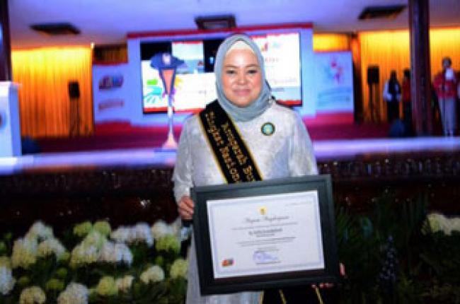 Bunda PAUD Provinsi Riau Terima Anugerah PAUD Tingkat Nasional Tahun 2016