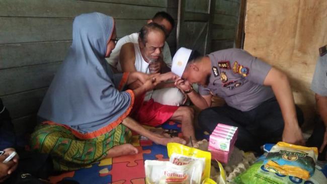 Jumat Barokah Polresta Pekanbaru Kunjungi Warga Kampung Dalam
