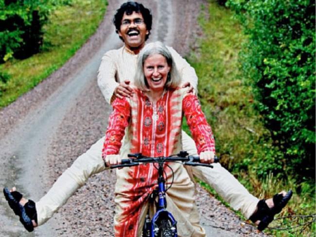 Demi Bertemu Istri, Pria Ini Rela Tempuh 7.000 Kilometer Naik Sepeda