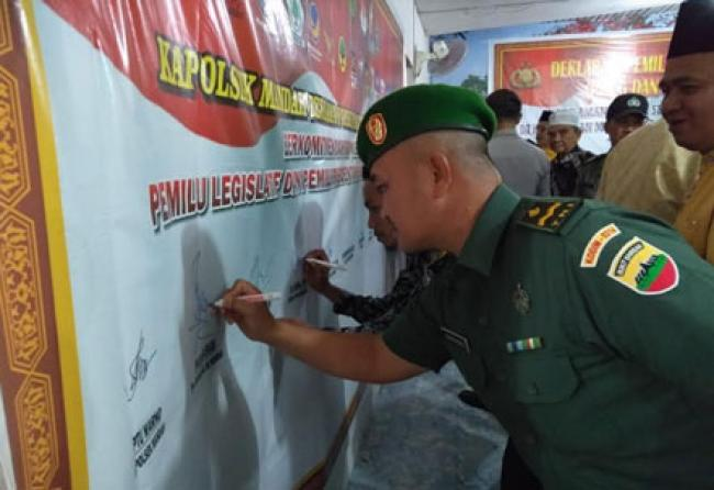 Danramil 08/Mandah Hadiri Deklarasi Damai Pemilu 2019 Di Kecamatan Mandah