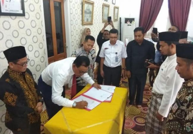 Pertama di Riau, Bupati Rohil Tanda Tangani NPHD Hibah Daerah Pilkada 2020