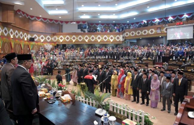 65 Anggota DPRD Riau Periode 2019-2024 Diambil Sumpahnya