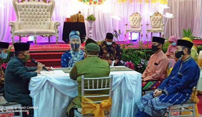 Hadir di Resepsi Pernikahan Putri Ketua JMSI Riau, Gubri Ingatkan Bahaya Covid-19