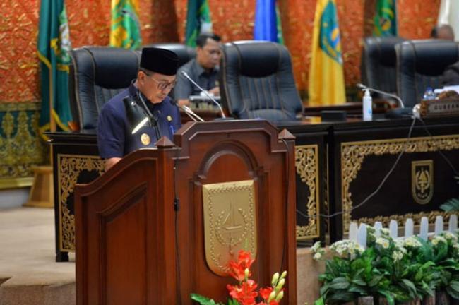 Gubri Sampaikan Nota Pengantar Perda Perubahan APBD Riau 2021