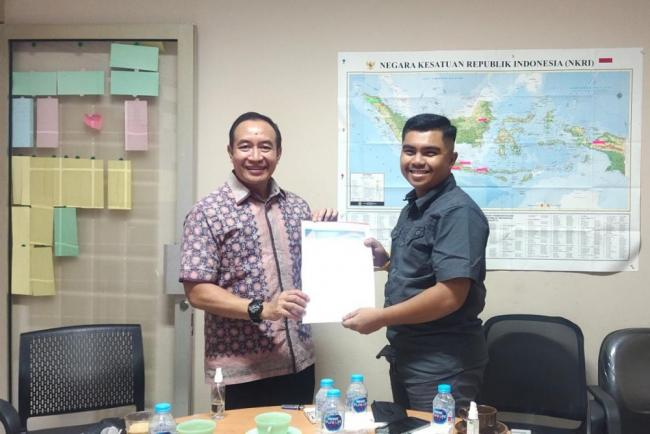 Muhammad Andri terima SK Karang Taruna Riau dari Ketua Umum PNKT