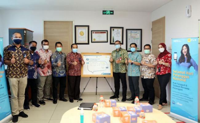 Hari Pelanggan Nasional, Jajaran PLN UIWRKR Kunjungi Rumah Sakit Penanganan COVID-19