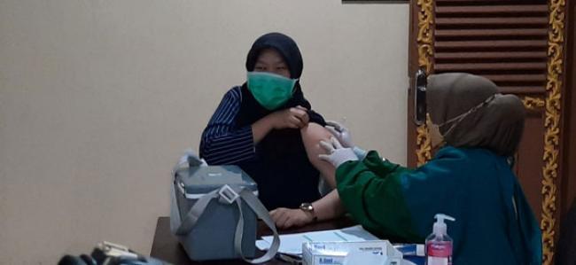 "Dengan Tagline ""BERKIBAR VACCINE"" Korem 031/WB Sukses Laksanakan Serbuan Vaksinasi di LAM Riau"