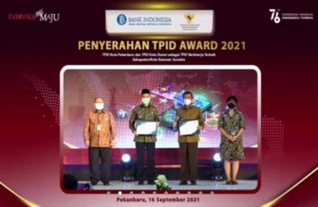 Pekanbaru dan Dumai Terima Penghargaan TPID Award 2021